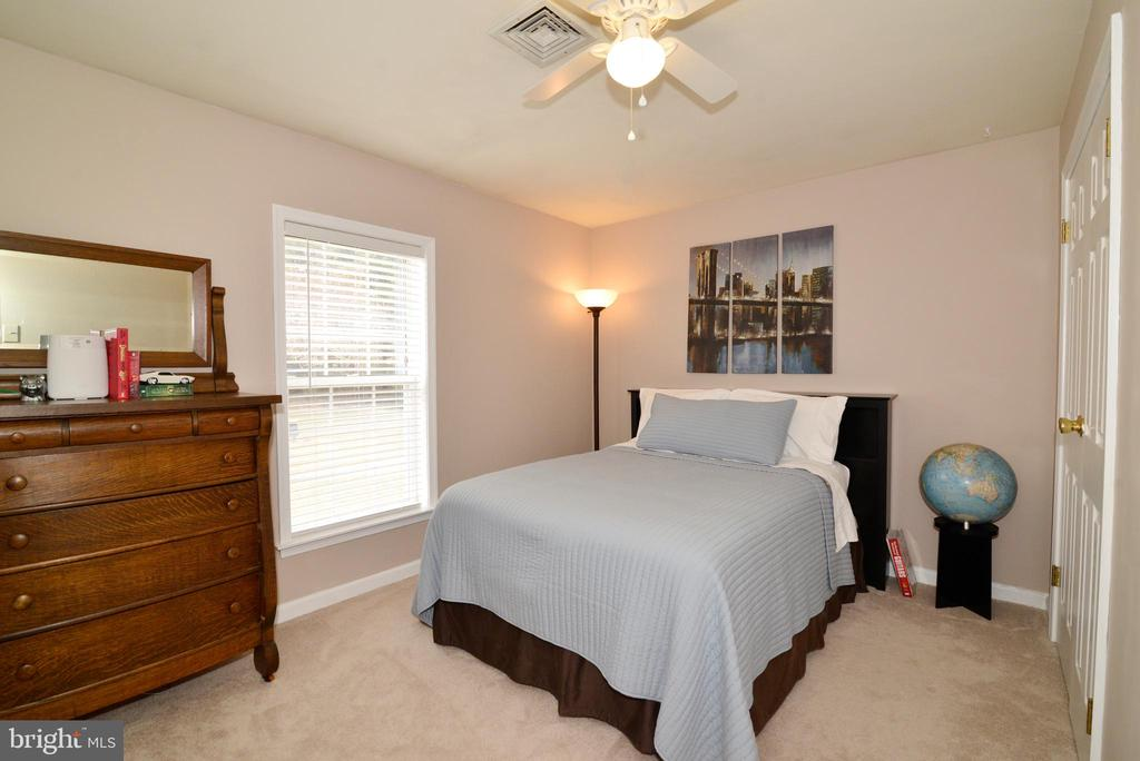 Bedroom #2 with views of the trees - 39520 SWEETFERN LN, LOVETTSVILLE