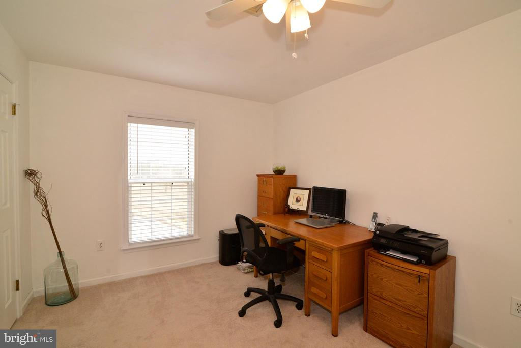 Bedroom #4 with views of the pond - 39520 SWEETFERN LN, LOVETTSVILLE