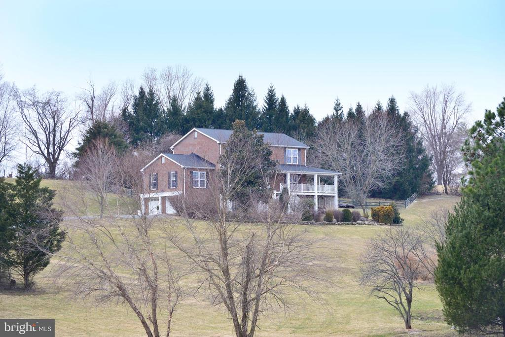 Again, welcome to the serentiy of the country - 39520 SWEETFERN LN, LOVETTSVILLE