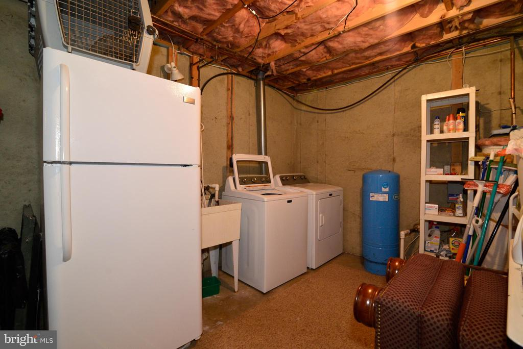 Laundry with rough in for basement bathroom - 39520 SWEETFERN LN, LOVETTSVILLE