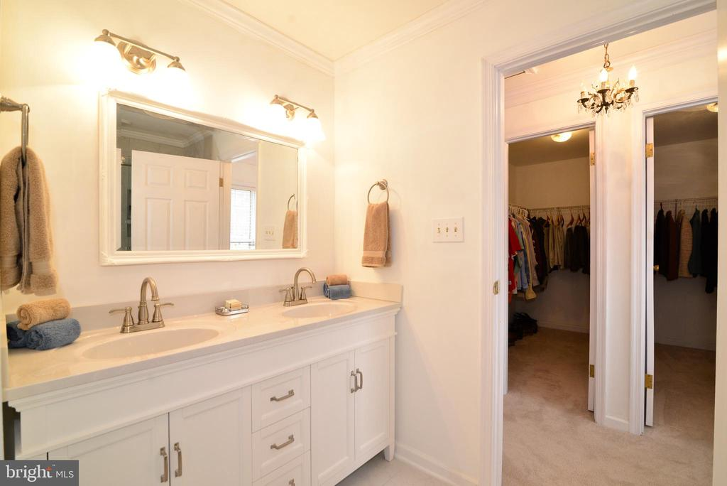 Brand new Master Bath with double sinks - 39520 SWEETFERN LN, LOVETTSVILLE