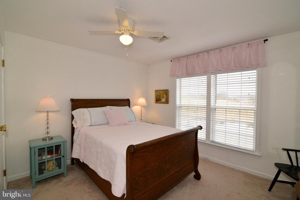 Bedroom #3 with views of the pond - 39520 SWEETFERN LN, LOVETTSVILLE