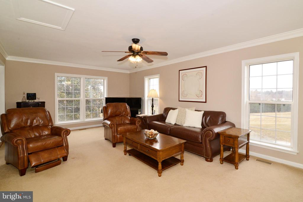 Big enough for a large sectional - 39520 SWEETFERN LN, LOVETTSVILLE