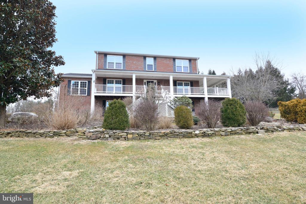 Perched on a hill - 39520 SWEETFERN LN, LOVETTSVILLE