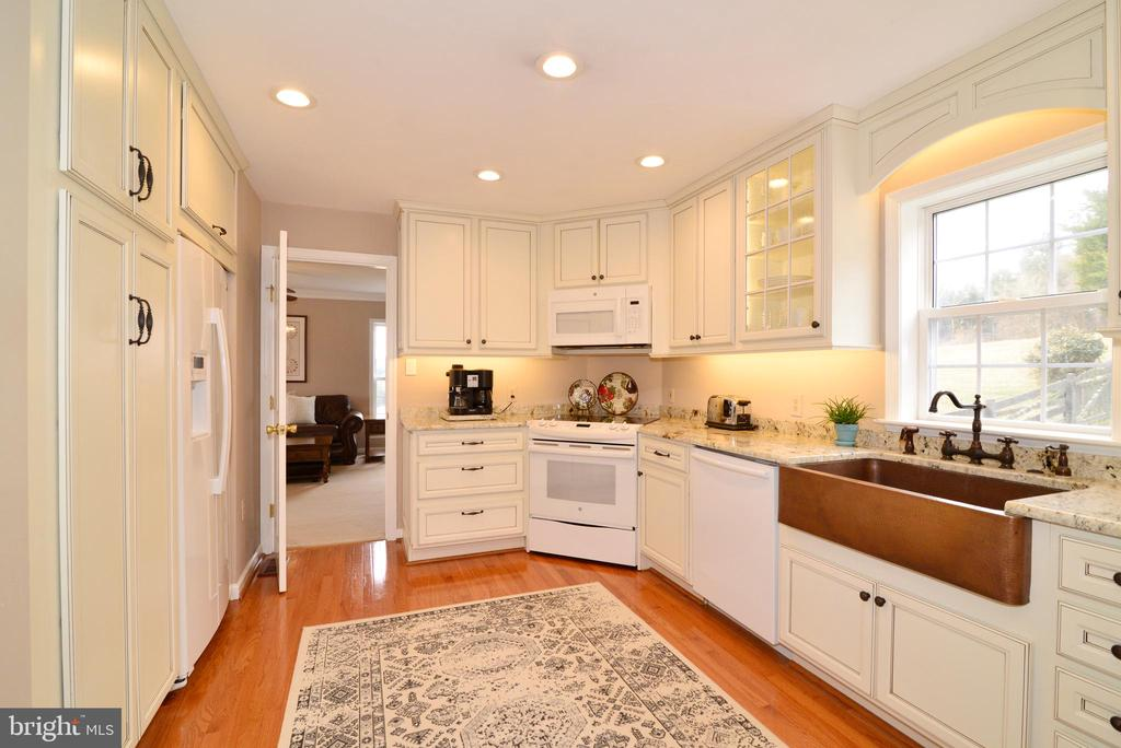Custom inserts to organize all your kitchen ware - 39520 SWEETFERN LN, LOVETTSVILLE