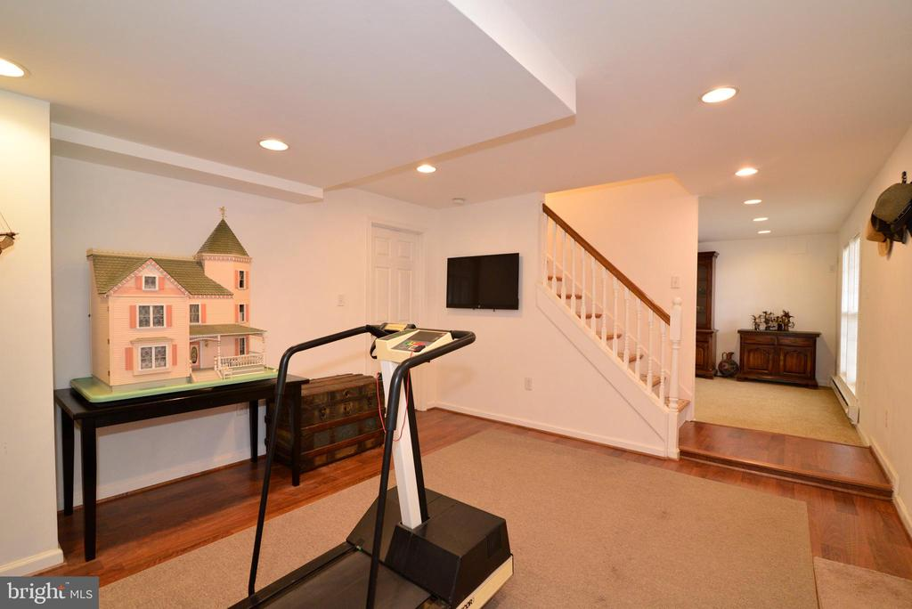 Great workout room or mud room - 39520 SWEETFERN LN, LOVETTSVILLE
