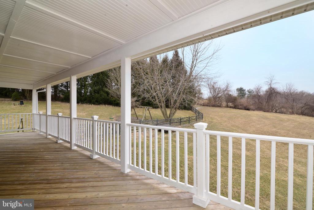 We'll be waiting on the porch - 39520 SWEETFERN LN, LOVETTSVILLE