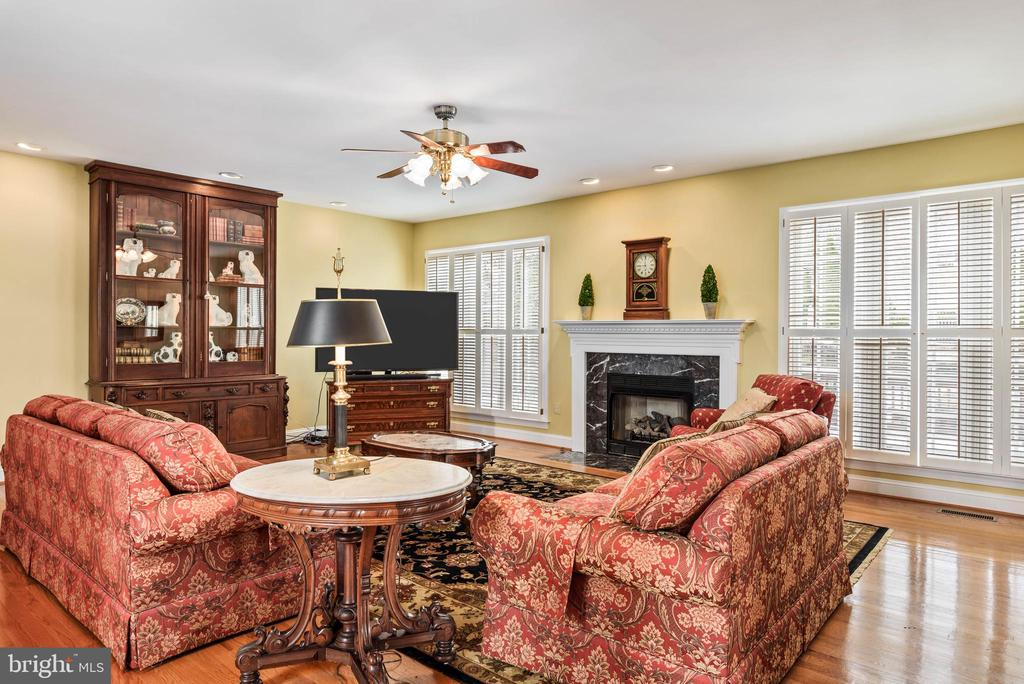 Main Level Living, Plantation Shutters, Hardwoods - 35190 DORNOCH CT, ROUND HILL