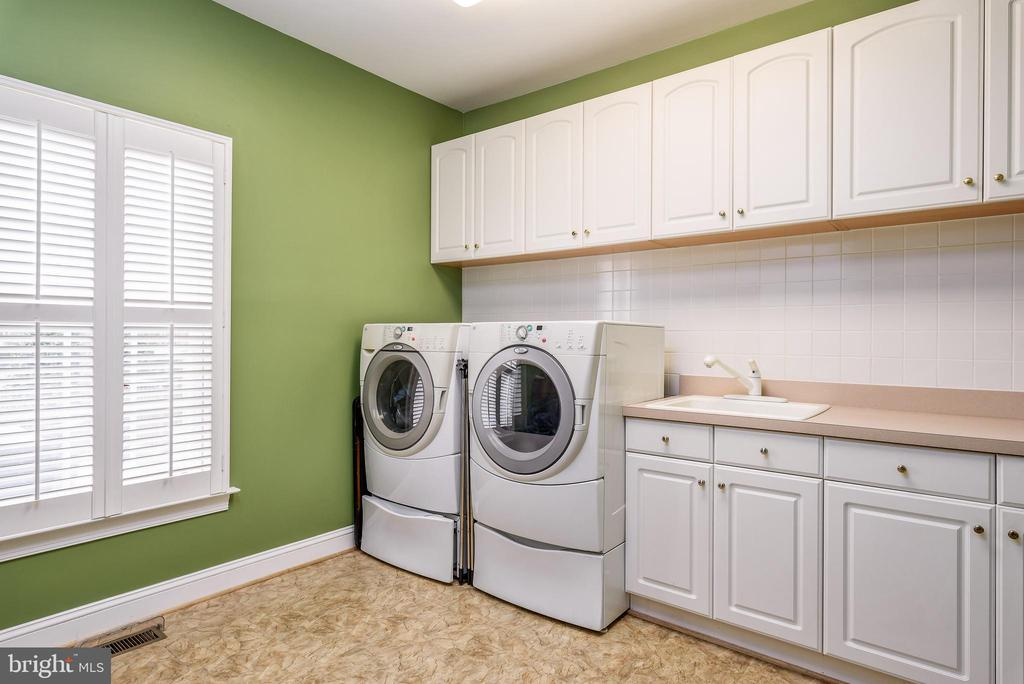 Large Laundry Rm with Refrigerator, Sink, counters - 35190 DORNOCH CT, ROUND HILL