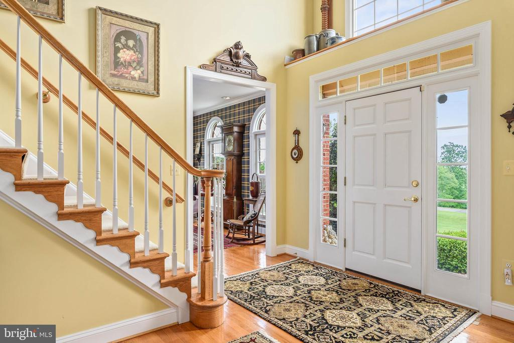 Entrance Foyer, Front Staircase - 35190 DORNOCH CT, ROUND HILL