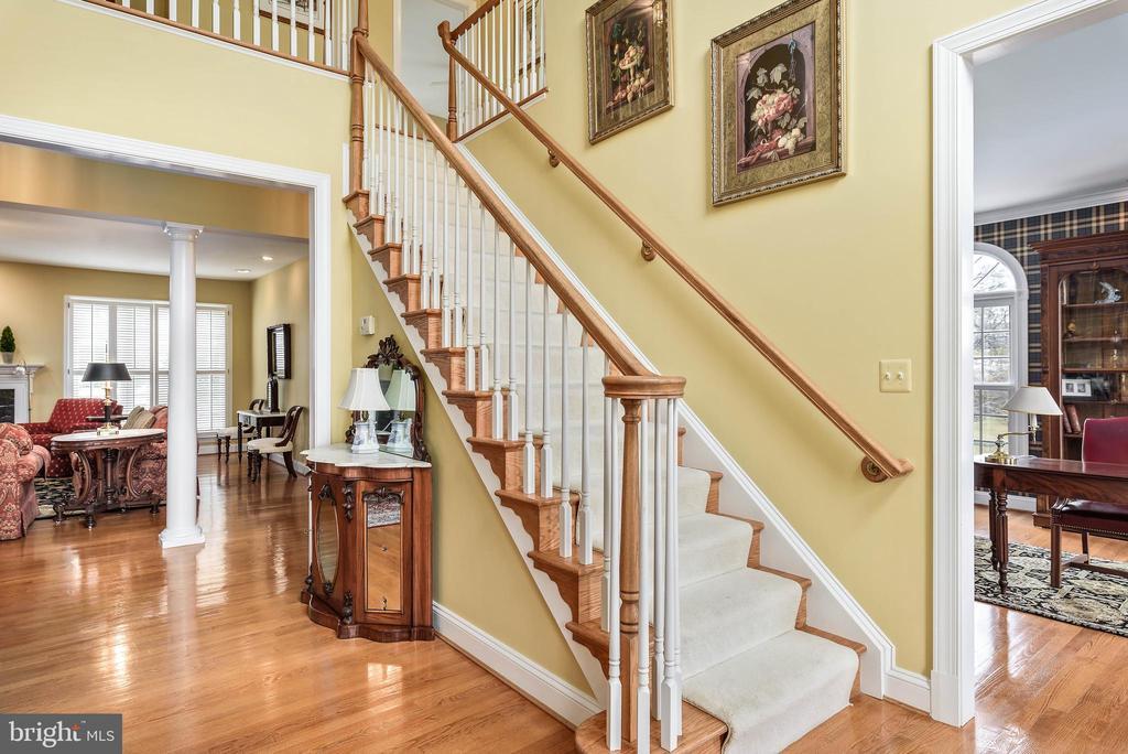 2 Story Foyer, Gleaming Hardwoods - 35190 DORNOCH CT, ROUND HILL