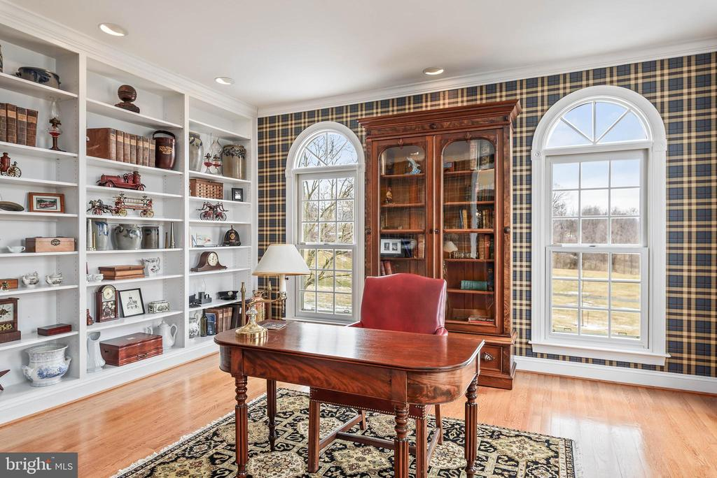 Office, Built In Book Shelves - 35190 DORNOCH CT, ROUND HILL