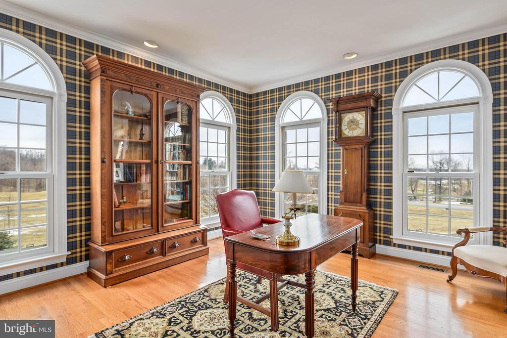 Office, Plantation Shutters, Hardwood Floors - 35190 DORNOCH CT, ROUND HILL