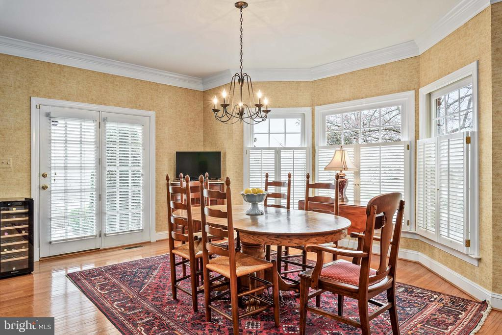 Breakfast Area, Kitchen, Hardwood Floors - 35190 DORNOCH CT, ROUND HILL