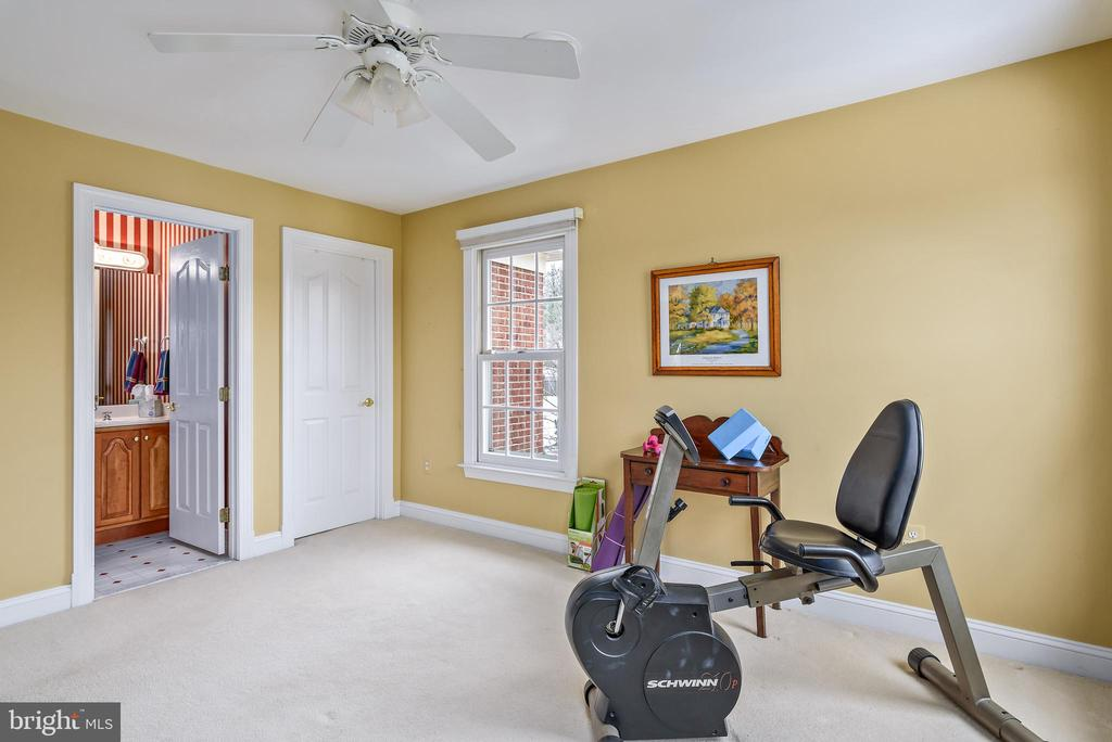 4rth Bedroom w/ Ensuite Full Bathroom - 35190 DORNOCH CT, ROUND HILL
