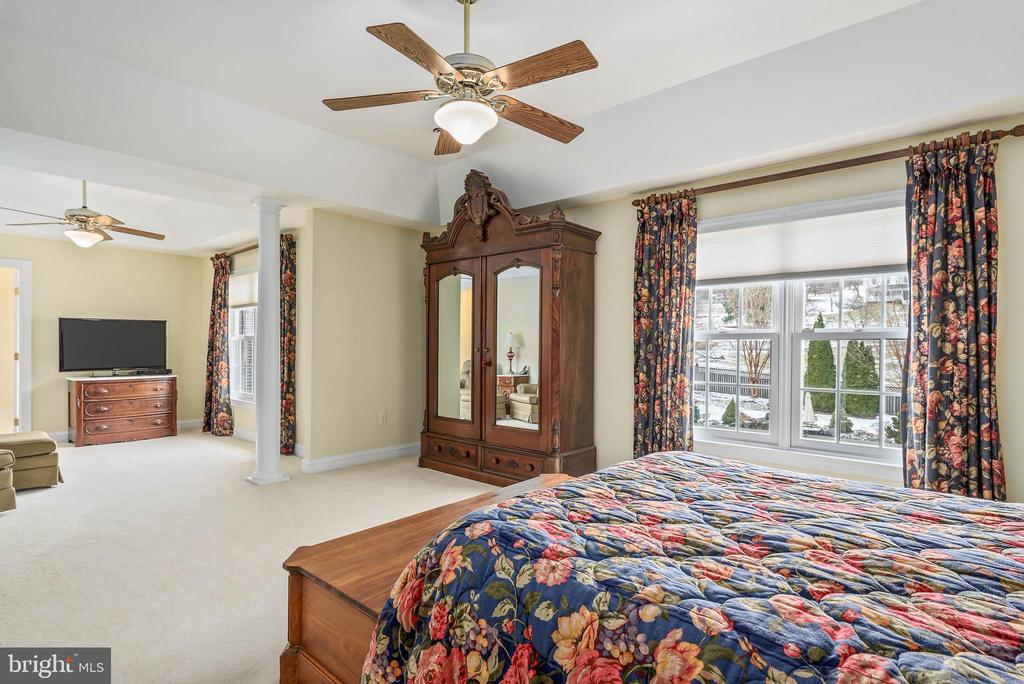Master Bedroom and Sitting Room - 35190 DORNOCH CT, ROUND HILL