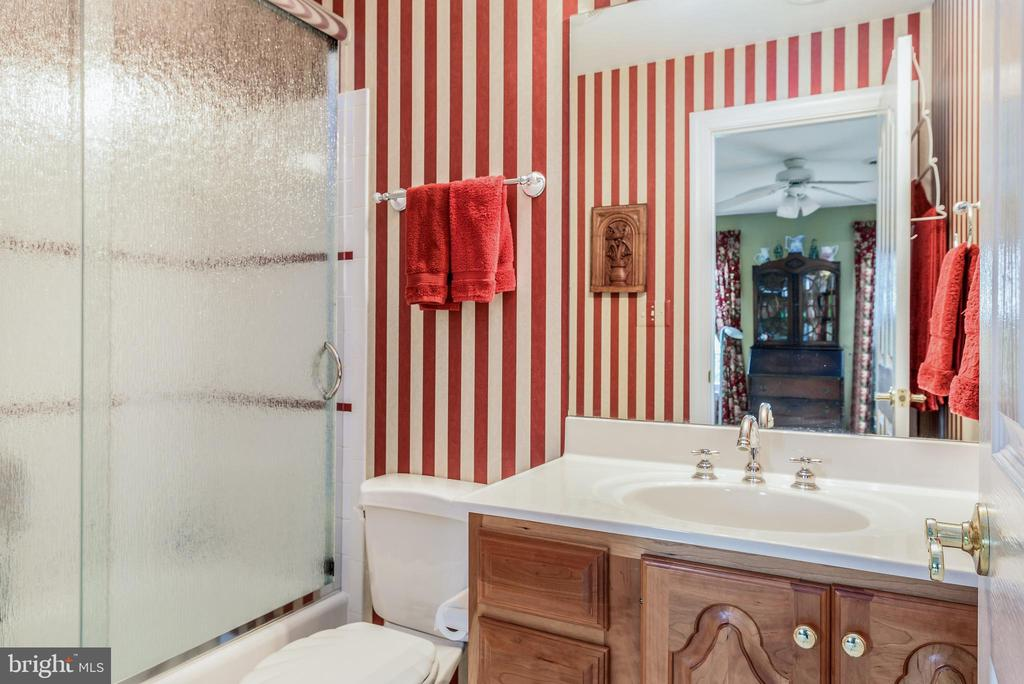 Full Bath to 4rth Bedroom - 35190 DORNOCH CT, ROUND HILL
