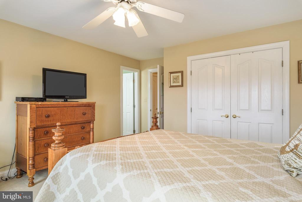 2nd Bedroom w/ Large Dbl Closet and En-suite Bath - 35190 DORNOCH CT, ROUND HILL