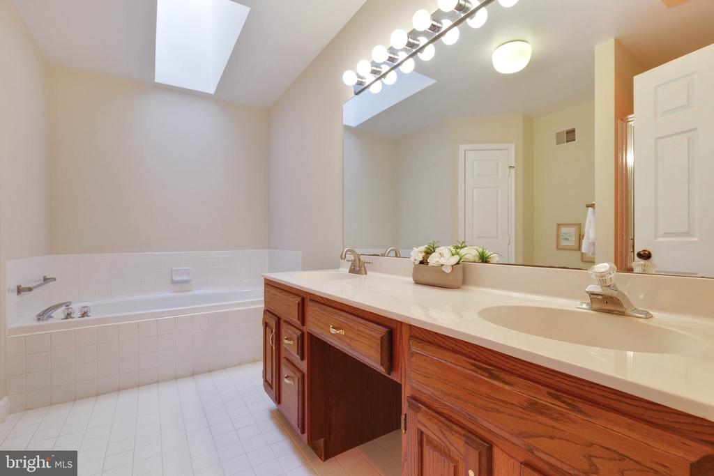 Masterbath with Tub and separate Shower - 9087 GOLDEN SUNSET LN, SPRINGFIELD