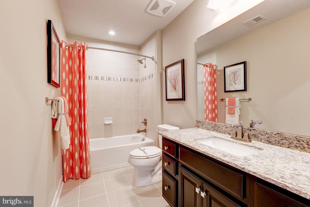 second floor full bath - 5323 STRIPED MAPLE ST, FREDERICK