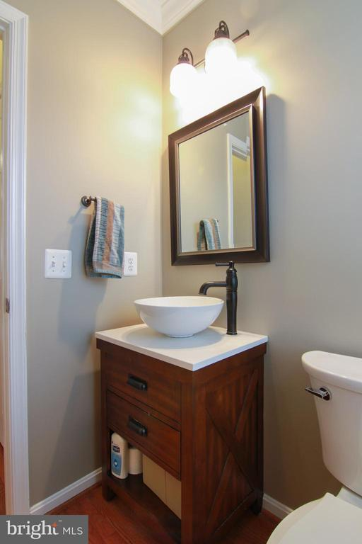 Main Level Bath - 42277 PROVIDENCE RIDGE DR, CHANTILLY