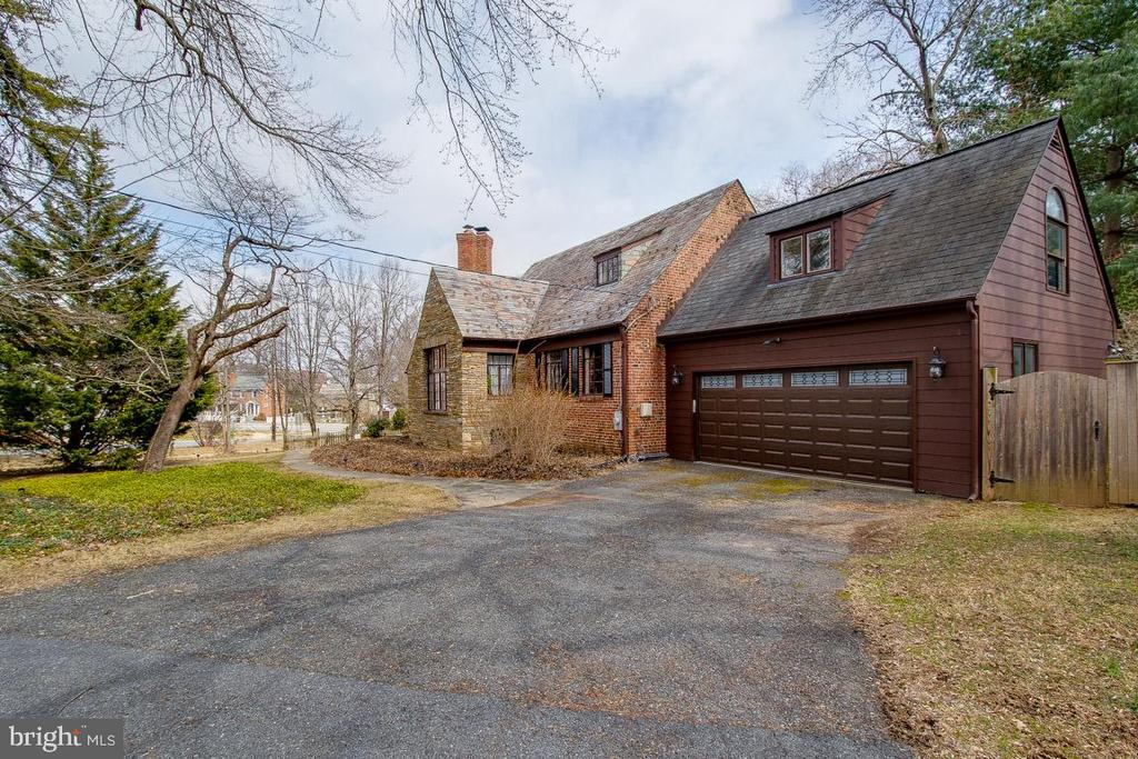 2 Car Garage and extra parking in driveway - 5308 HUNTINGTON PKWY, BETHESDA