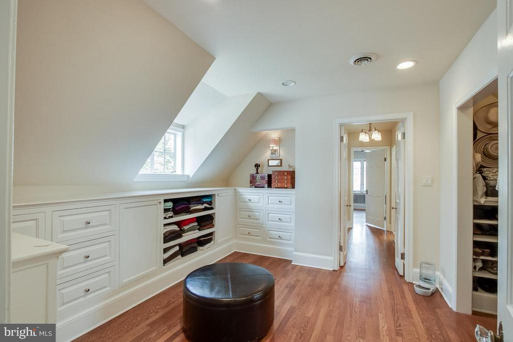 built in and large closests - 5308 HUNTINGTON PKWY, BETHESDA