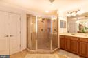 Extra large shower in Master Bed room - 8901 TITLEIST TRL, LORTON