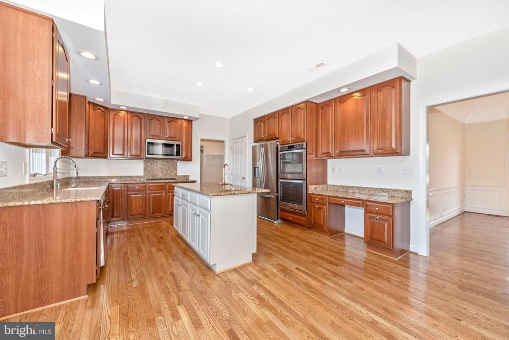 Kitchen- great updates and extra Desk space - 5580 BROADMOOR TER N, IJAMSVILLE