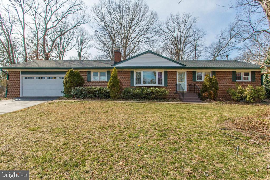 Two car garage with shelving and more. - 6808 HACKBERRY ST, SPRINGFIELD