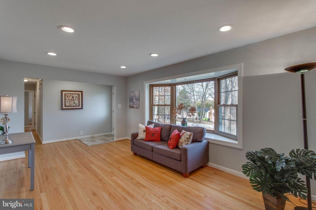 The floors were just refinished. - 6808 HACKBERRY ST, SPRINGFIELD