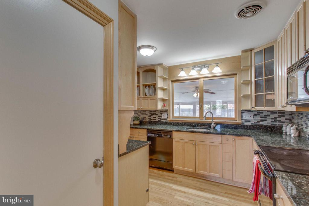 Updated lighting and loads of cabinet space - 6808 HACKBERRY ST, SPRINGFIELD