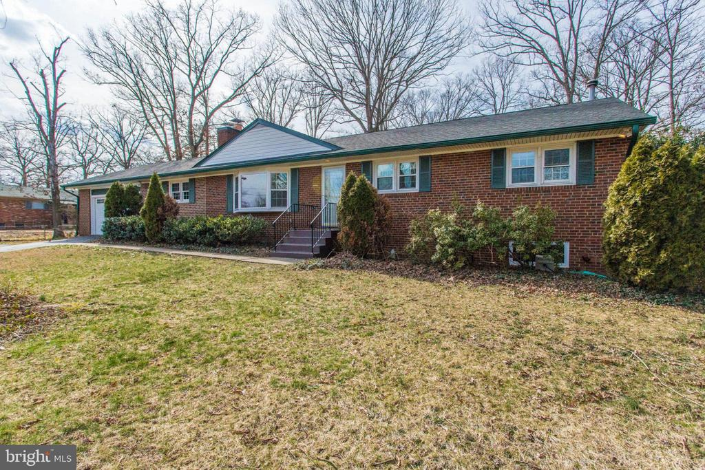 Fully updated, and close to everything! - 6808 HACKBERRY ST, SPRINGFIELD