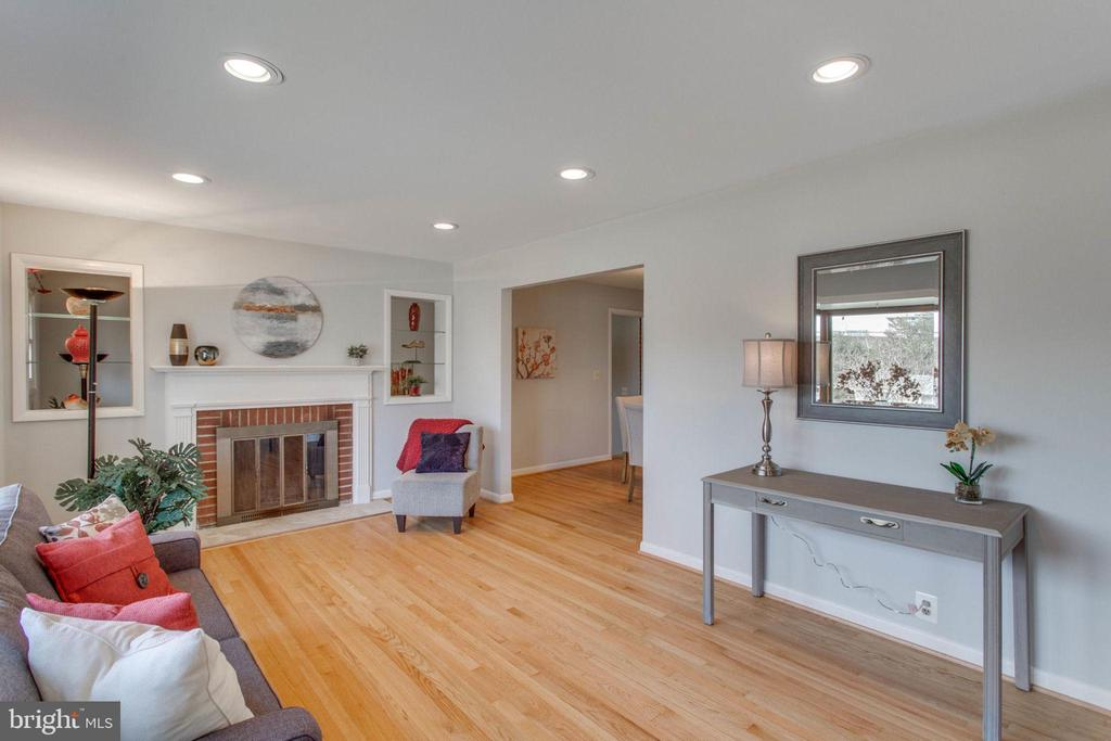 Move-in ready! - 6808 HACKBERRY ST, SPRINGFIELD