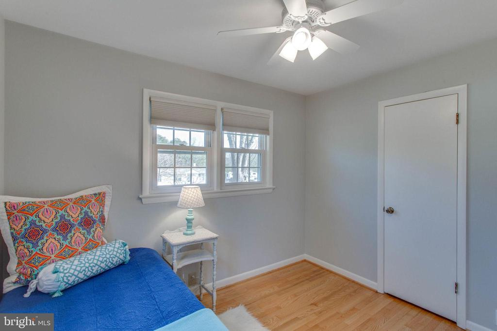 Sunshine and space to play - 6808 HACKBERRY ST, SPRINGFIELD