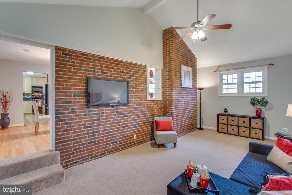 Rustic brick and vaulted ceilings. - 6808 HACKBERRY ST, SPRINGFIELD