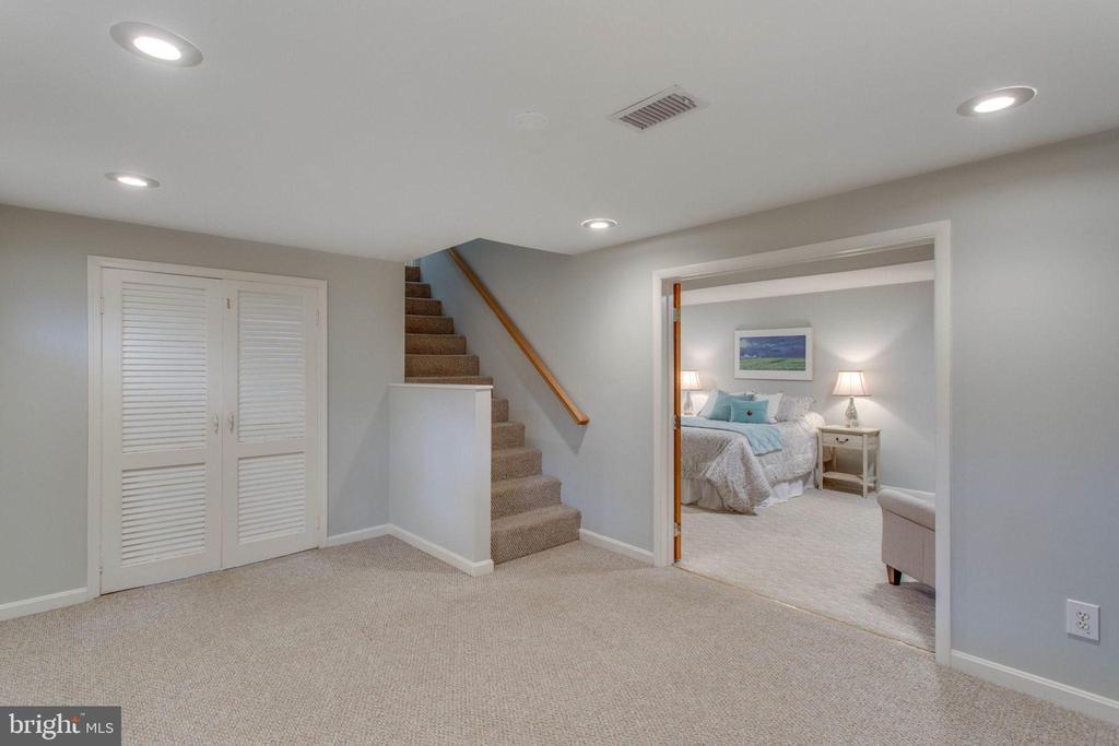 The basement has an office nook. - 6808 HACKBERRY ST, SPRINGFIELD