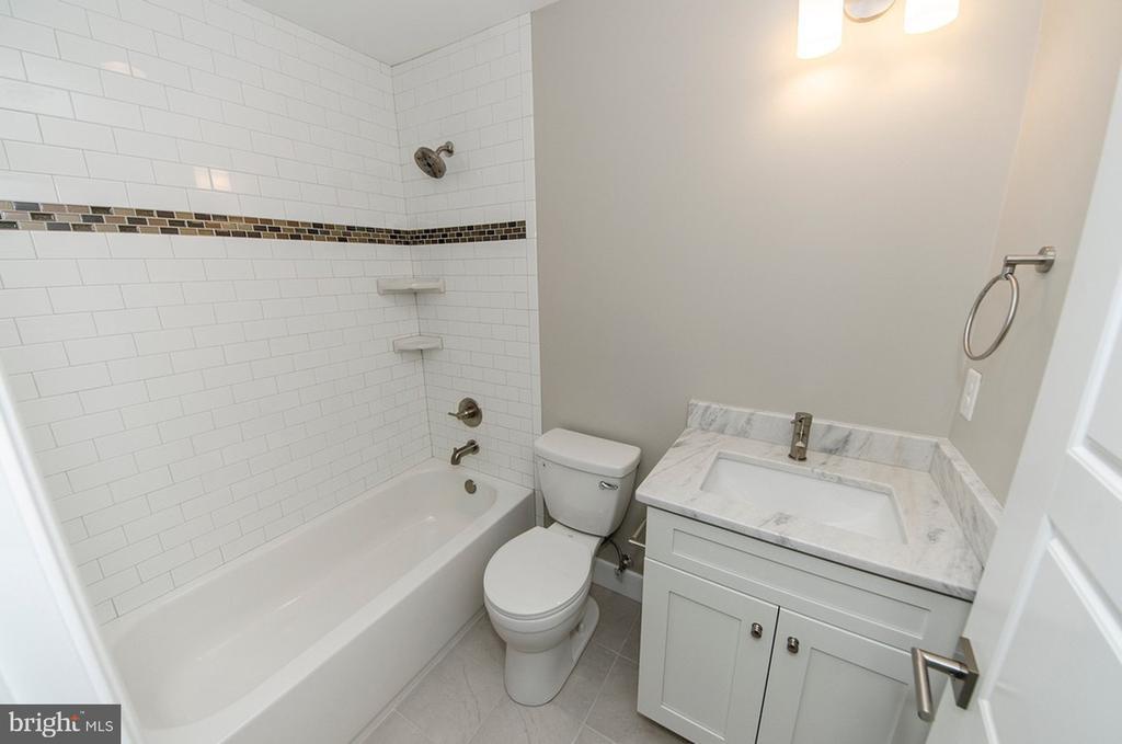 Bonus Room/BR4 Full Bath (Upper Level) - 7534 LISLE AVE, FALLS CHURCH