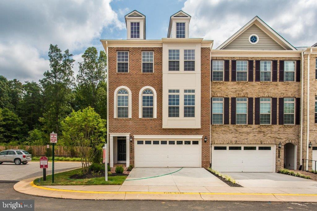 Single Family for Sale at 61 Turtle Creek Cir Gainesville, Virginia 20155 United States
