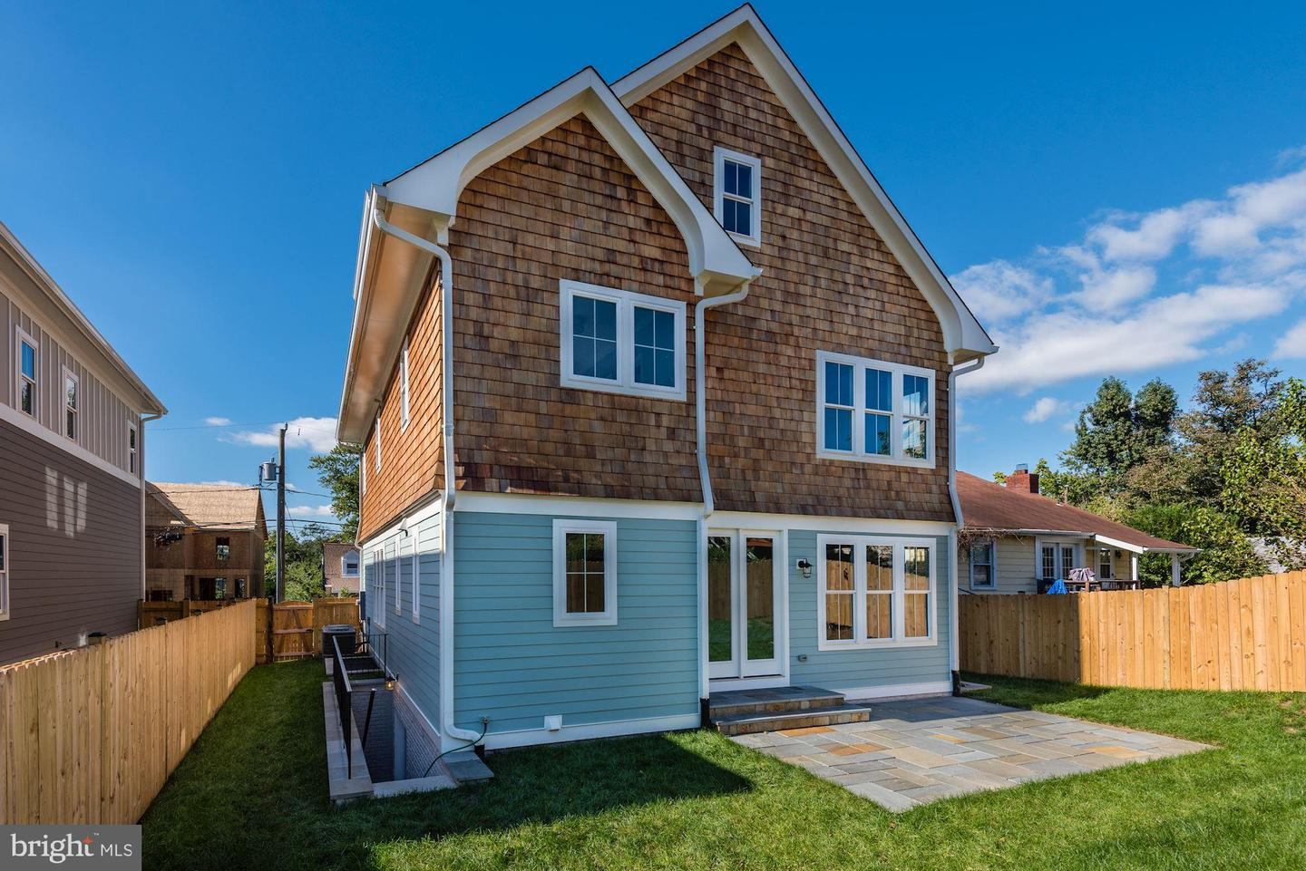 Additional photo for property listing at 1847 Columbus St N  Arlington, Virginia 22207 United States