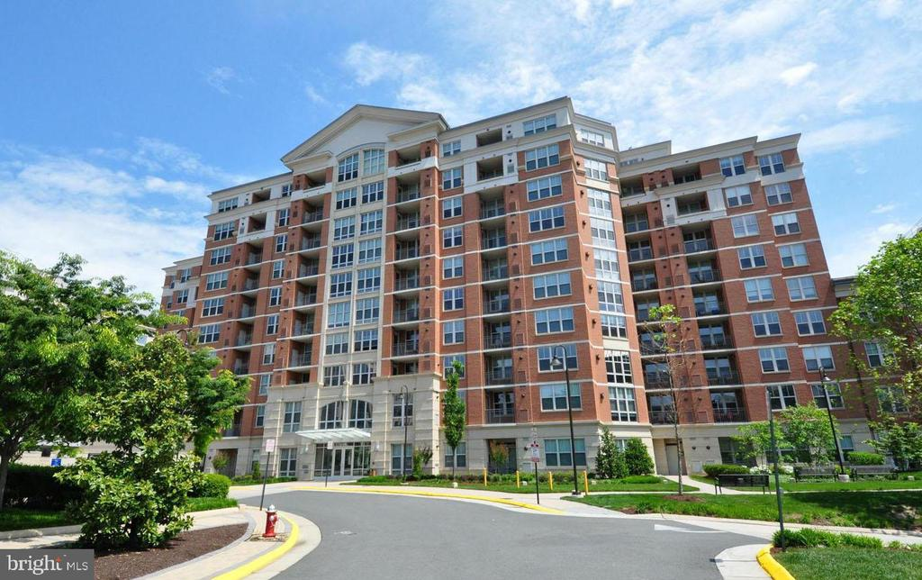 Welcome to the Mercer ... An Exceptional Condo - 11760 SUNRISE VALLEY DR #808, RESTON