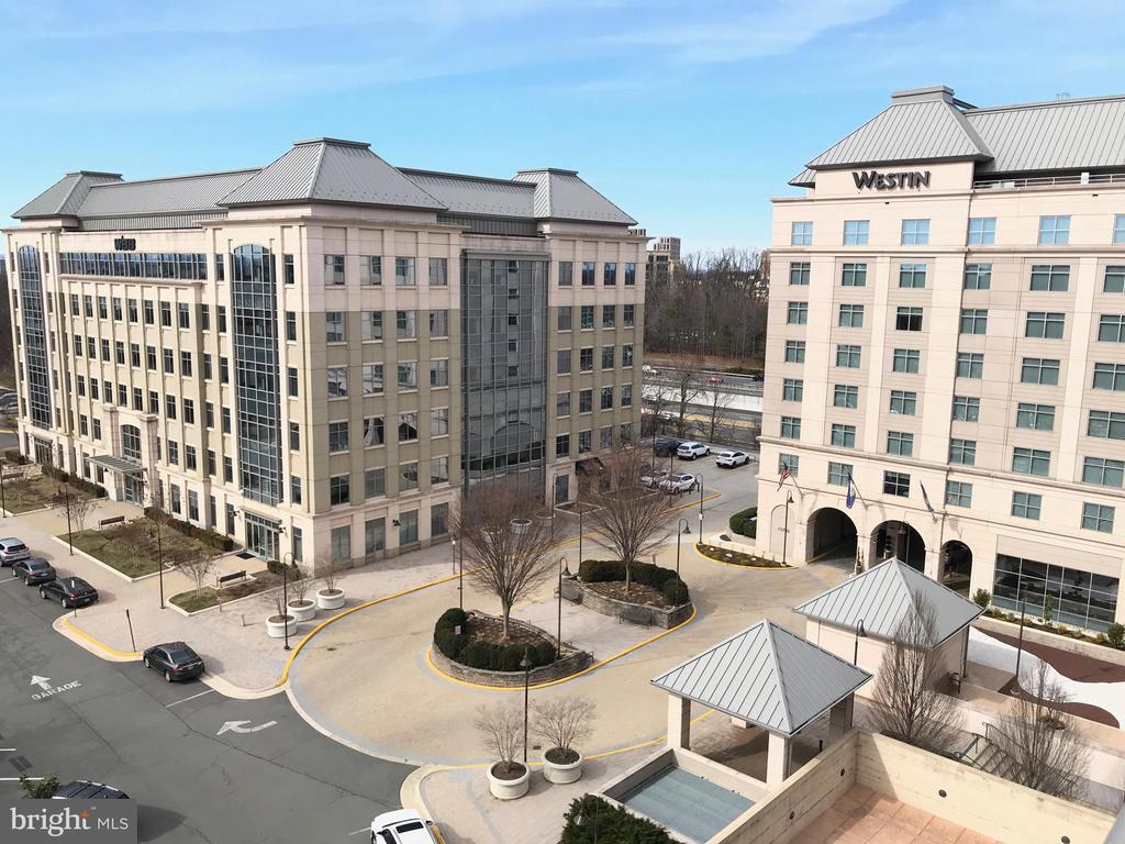 Overlooks the Weston Hotel - 11760 SUNRISE VALLEY DR #808, RESTON