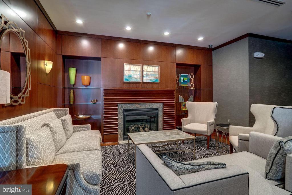 Lounge Area Fireplace & Conversation Area - 11760 SUNRISE VALLEY DR #808, RESTON