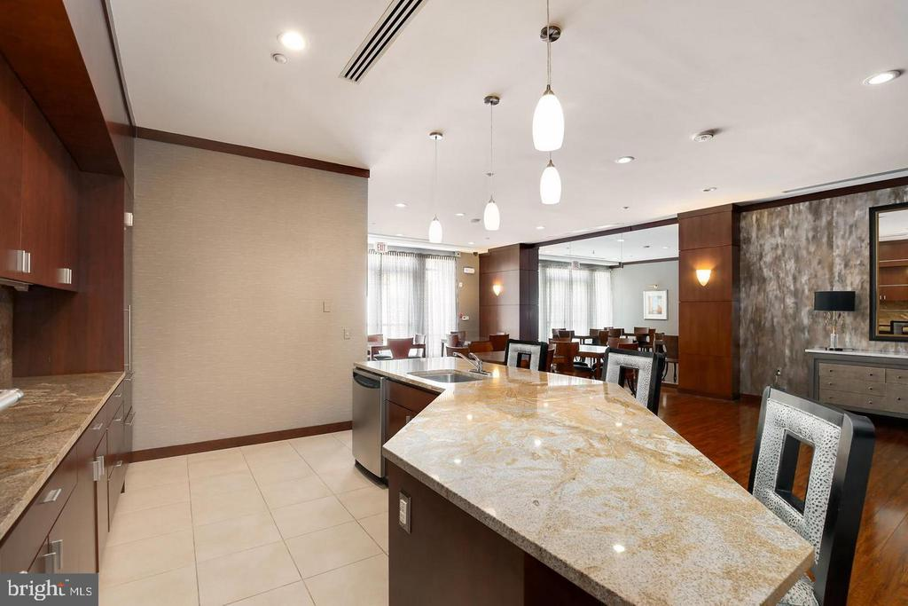 Entertain from the Lounge Kitchen & Bar - 11760 SUNRISE VALLEY DR #808, RESTON