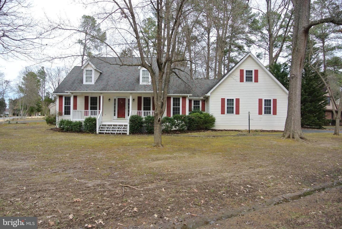 Photo of home for sale at 14610 Balsam Court, Swan Point MD