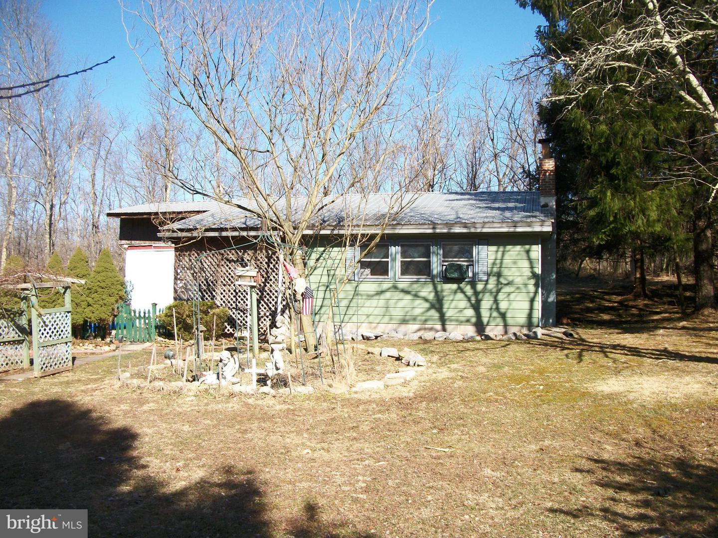 Single Family for Sale at 1474 Sticky Kline Rd S Berkeley Springs, West Virginia 25411 United States