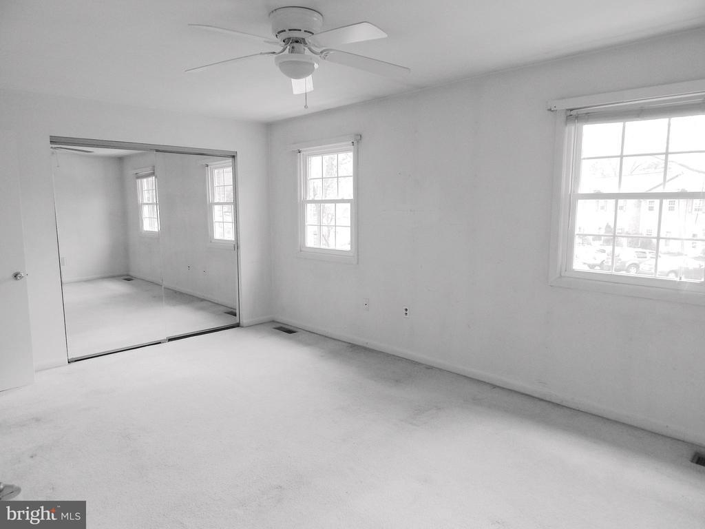 Spacious Master Bedroom w/mirrored closet doors - 444 GREENBRIER CT #444, FREDERICKSBURG