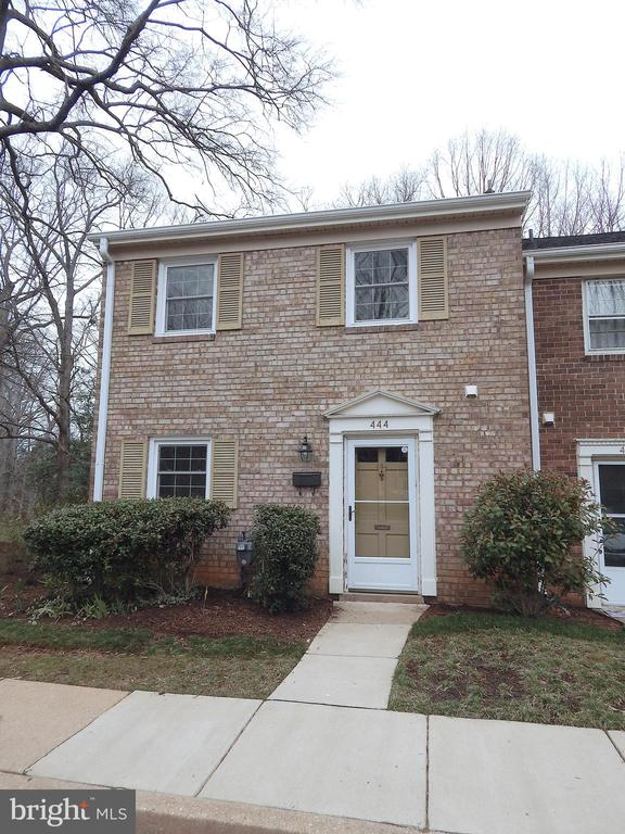 Come on in! - 444 GREENBRIER CT #444, FREDERICKSBURG