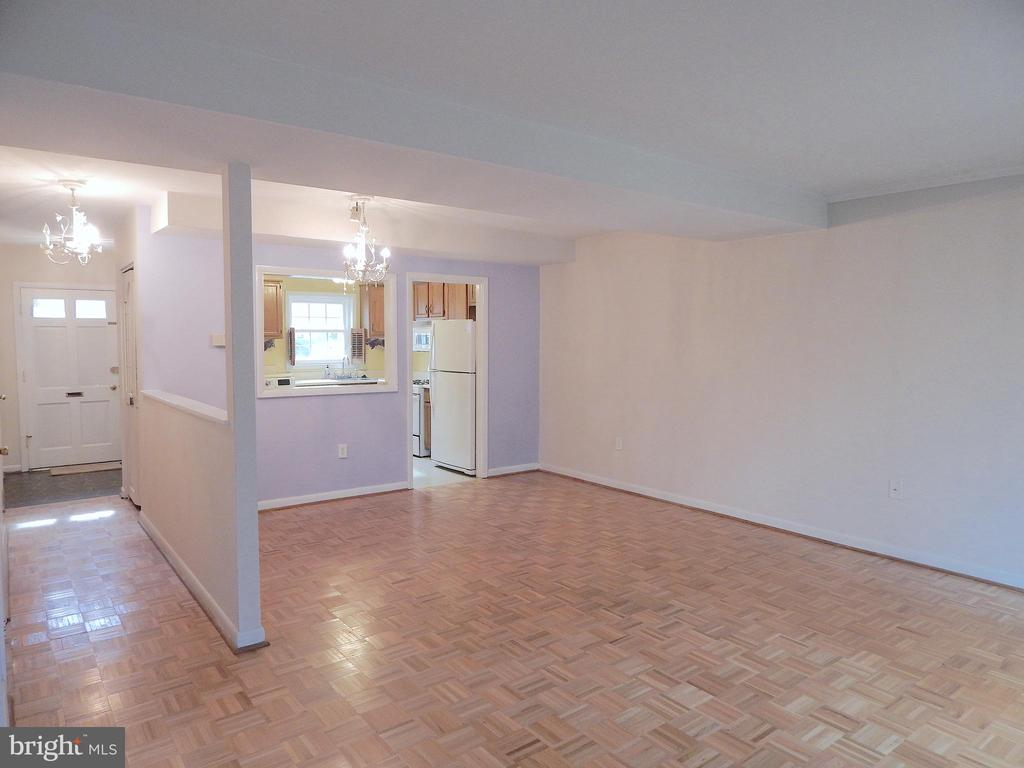 View of Dining Rm from back wall, to front of home - 444 GREENBRIER CT #444, FREDERICKSBURG