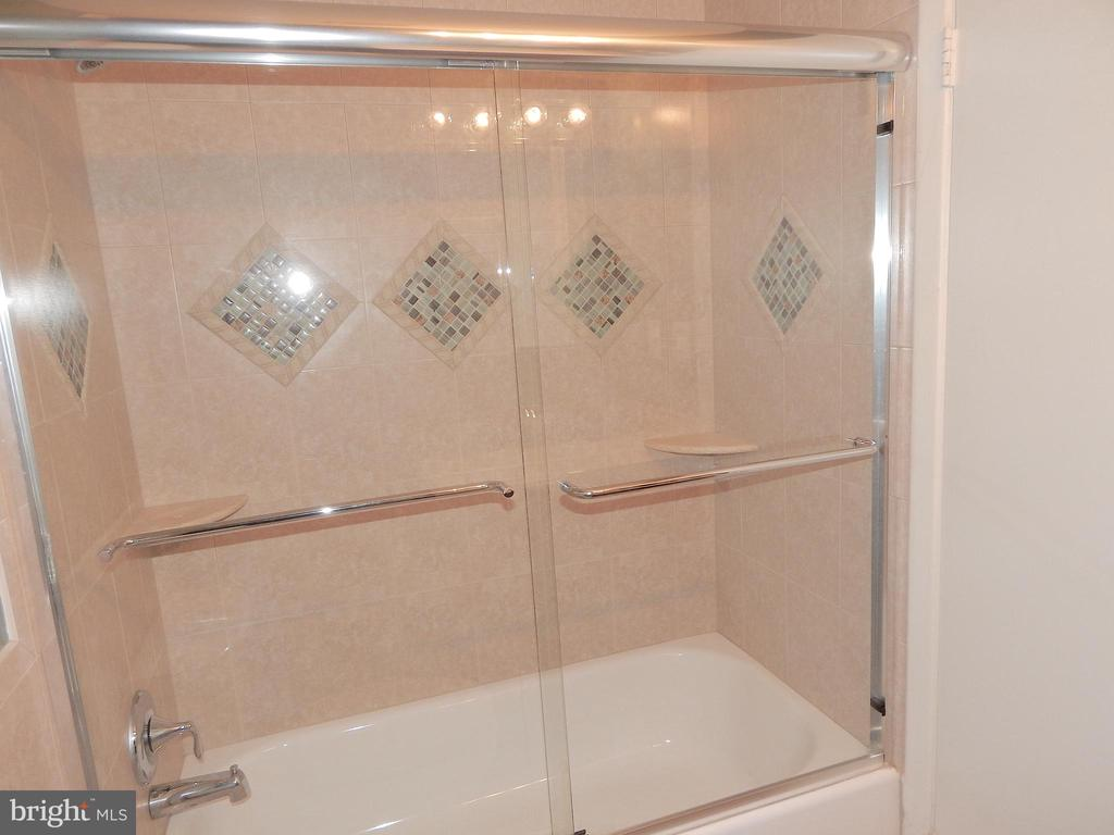 Updated and upgraded Tub - 444 GREENBRIER CT #444, FREDERICKSBURG